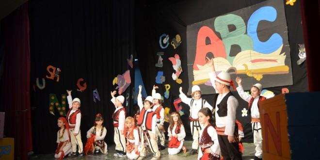 Kalamajt e Mileniumit të Tretë festojnë përfundimin e Abetares