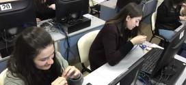 Nxënësit e klasave të njëmbëdhjeta tregojnë aftësitë e tyre në rrjetat kompjuterike
