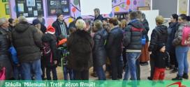 """Shkolla """"Mileniumi i Tretë"""" gëzon fëmijët e lagjes me dhurata për Vitin e Ri!"""